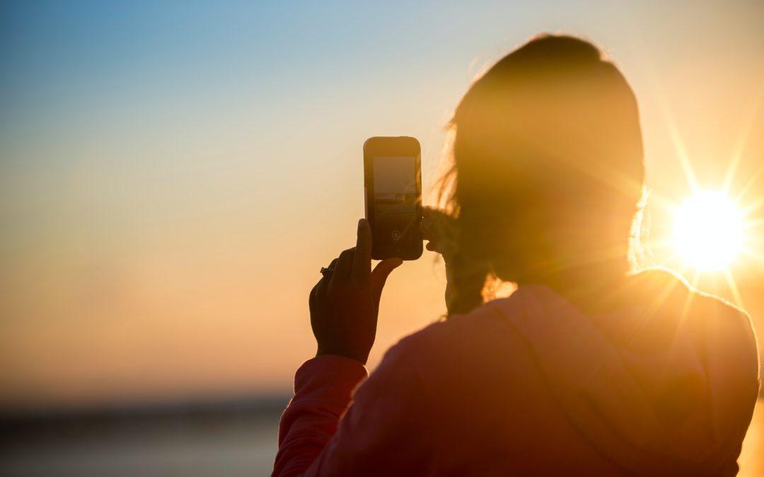 Sociale media en hun rol op zelfbeeld en zelfvertrouwen